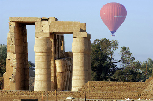 298-Balloons flying over the Theban Necropolis_LODI033_luxor_03BD_cropped 500px.jpg