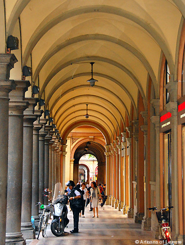 Porticos of bologna artisans of leisure luxury travel blog for Portico anteriore a trave aperta