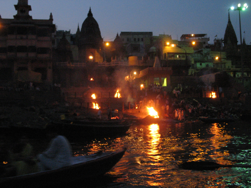 532-Varanasi_at_night.jpg